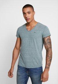 Tommy Jeans - BASIC VNECK TEE SLIM FIT - Camiseta básica - atlantic deep - 0