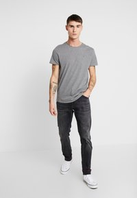 Tommy Jeans - ESSENTIAL JASPE TEE - Basic T-shirt - grey heather - 1