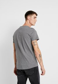Tommy Jeans - ESSENTIAL JASPE TEE - Basic T-shirt - grey heather - 2