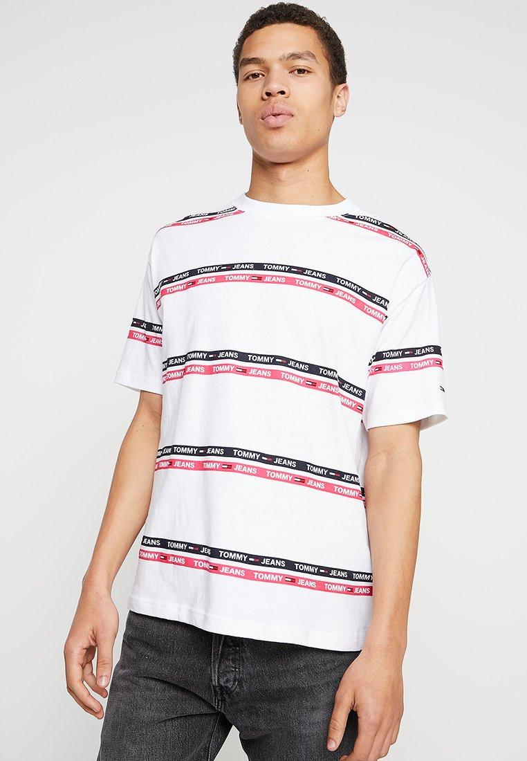 Tommy Jeans - SIGNATURE STRIPE LOGO TEE - T-Shirt print - white