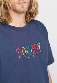 Tommy Jeans - SHORTSLEEVE TEE - T-shirt print - blue - 5
