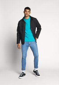Tommy Jeans - CLASSICS TEE - T-Shirt basic - exotic teal - 1