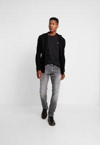 Tommy Jeans - CLASSICS TEE - T-shirt basic - black - 1