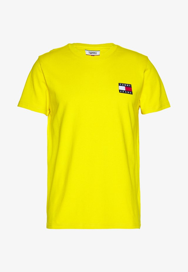 BADGE TEE - T-shirts basic - star fruit yellow