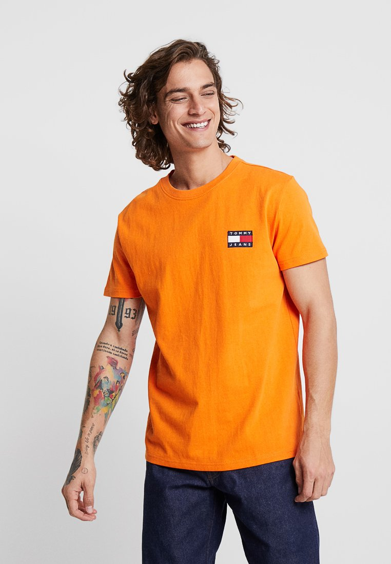 Tommy Jeans - BADGE TEE - T-shirt basic - orange