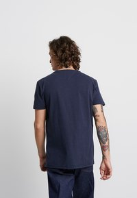 Tommy Jeans - BADGE TEE - T-shirt basic - blue - 2