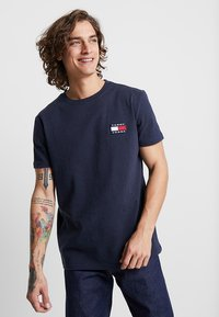 Tommy Jeans - BADGE TEE - T-shirt basic - blue - 0