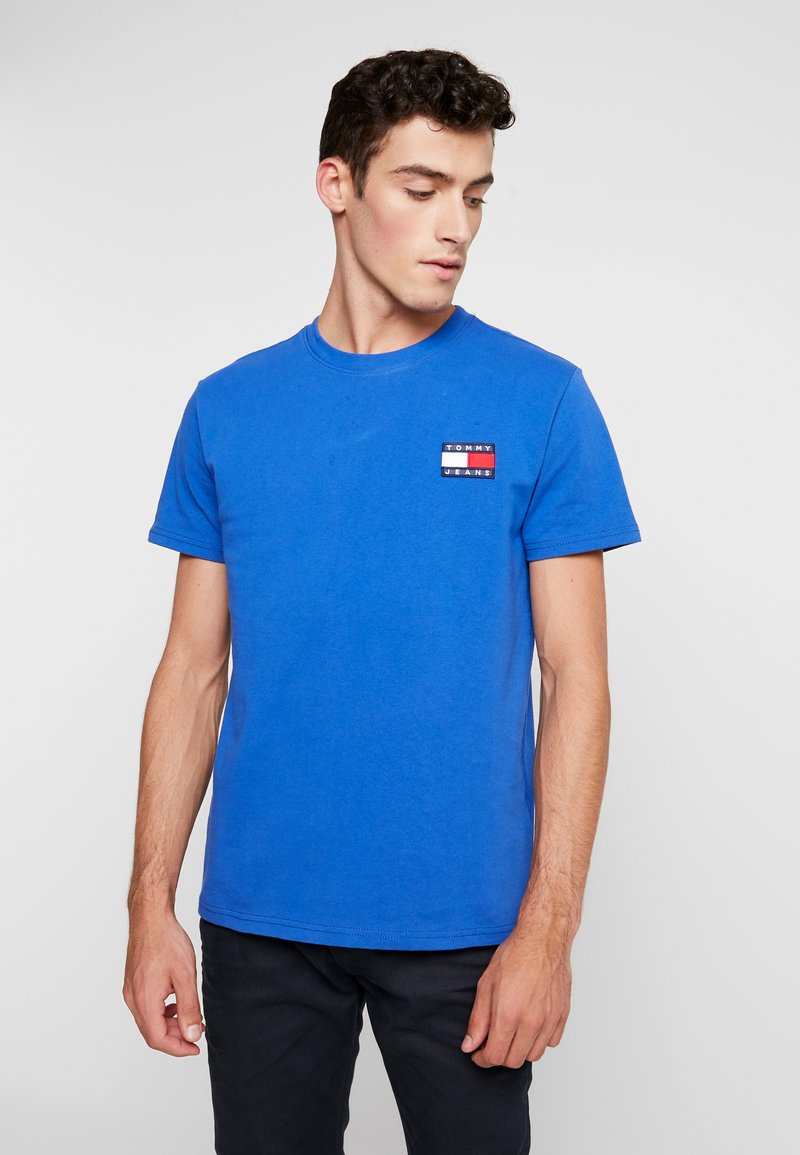Tommy Jeans - BADGE TEE - Basic T-shirt - surf the web
