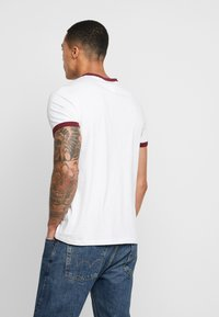 Tommy Jeans - SOLID RINGER TEE - T-shirt con stampa - white - 2