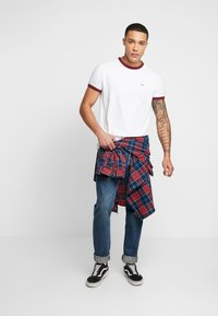 Tommy Jeans - SOLID RINGER TEE - T-shirt con stampa - white - 1