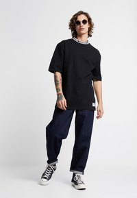 Tommy Jeans - BAND COLLAR TEE - T-shirt basic - black - 1