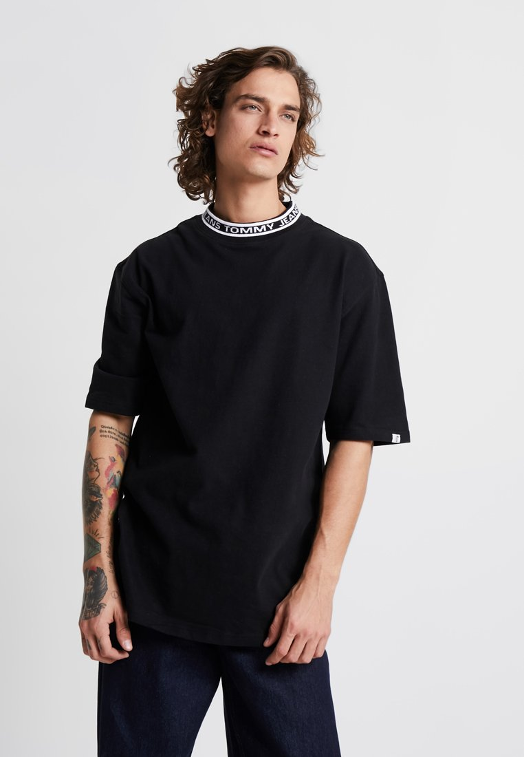 Tommy Jeans - BAND COLLAR TEE - T-shirt - bas - black