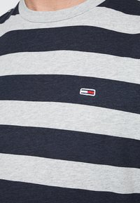 Tommy Jeans - HEATHER STRIPE TEE - Printtipaita - blue - 5