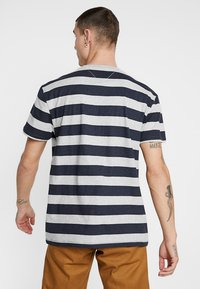 Tommy Jeans - HEATHER STRIPE TEE - Printtipaita - blue - 2