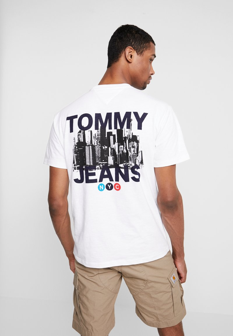 Tommy Jeans - TRAIN PHOTO TEE - Print T-shirt - white