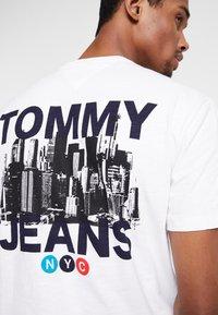 Tommy Jeans - TRAIN PHOTO TEE - T-shirt imprimé - white - 3