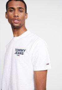 Tommy Jeans - TRAIN PHOTO TEE - T-shirt imprimé - white - 5