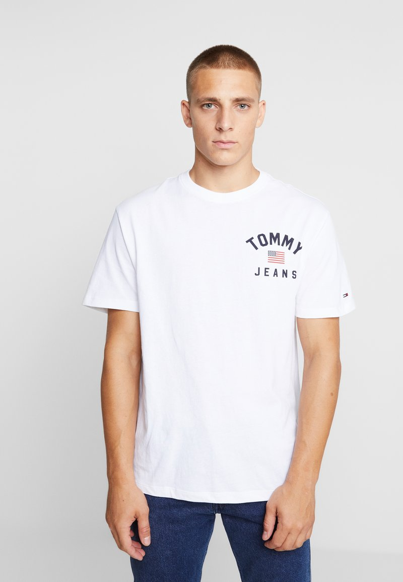 Tommy Jeans - CHEST LOGO TEE - Print T-shirt - classic white
