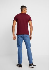 Tommy Jeans - SCRIPT LOGO TEE - Printtipaita - burgundy - 2