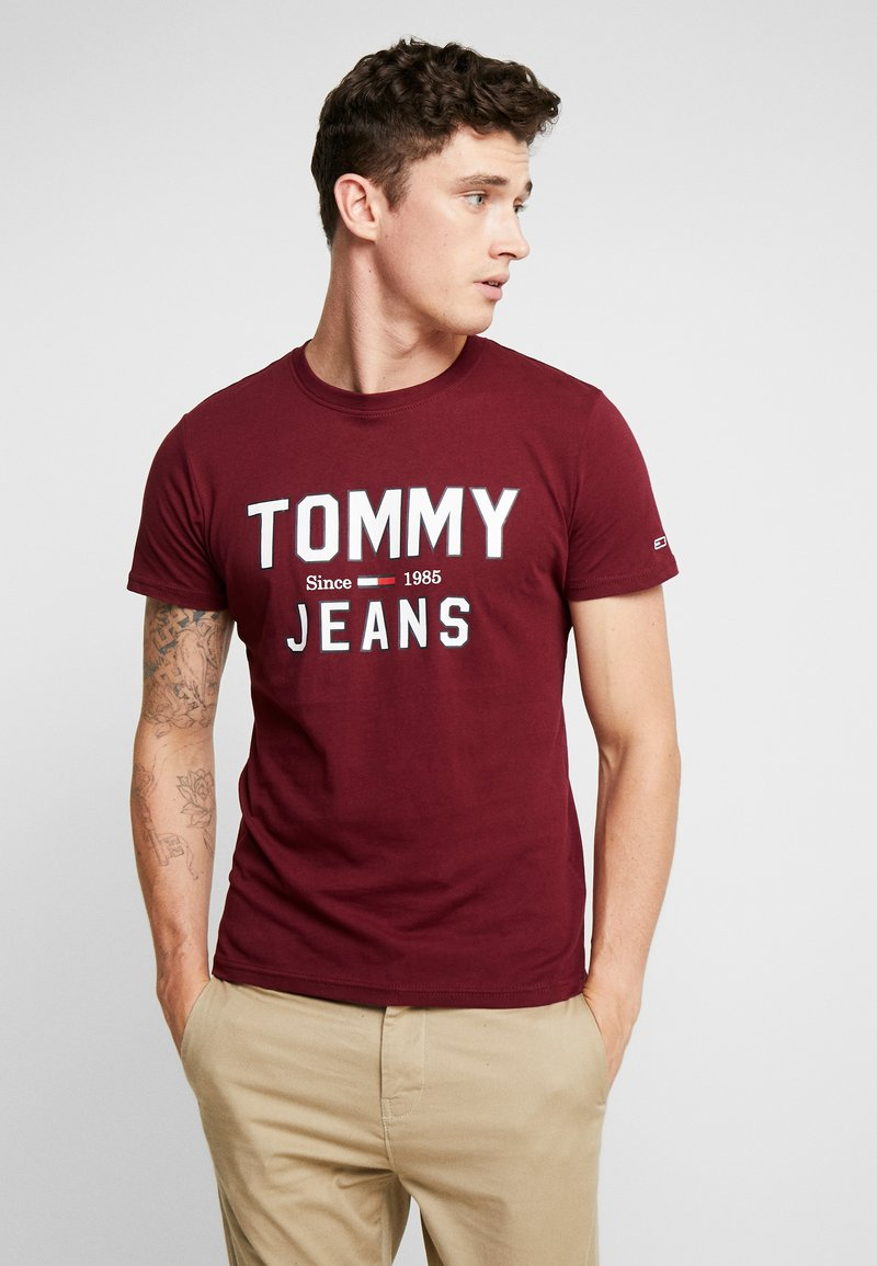 Tommy Jeans - ESSENTIAL 1985 LOGO TEE - T-Shirt print - burgundy