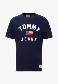 Tommy Jeans - USA FLAG TEE - T-shirt imprimé - black iris - 4