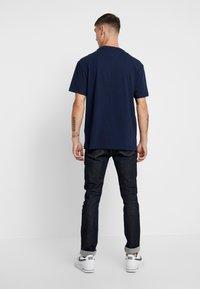 Tommy Jeans - USA FLAG TEE - T-shirt imprimé - black iris - 2