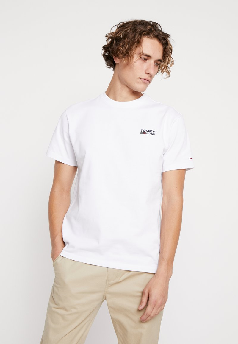 Tommy Jeans - CHEST CORP LOGO TEE - T-shirt basique - classic white