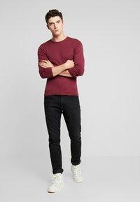 Tommy Jeans - LONG SLEEVE TEE - Camiseta de manga larga - burgundy - 1