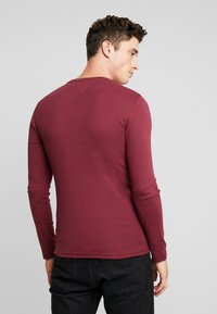 Tommy Jeans - LONG SLEEVE TEE - Camiseta de manga larga - burgundy - 2
