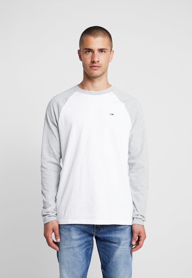 Tommy Jeans - RAGLAN TEE - Bluzka z długim rękawem - light grey heather