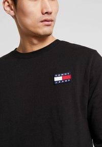 Tommy Jeans - BADGE  - T-shirt à manches longues - black - 5