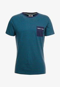 Tommy Jeans - POCKET STRIPE TEE - T-shirt con stampa - atlantic deep/black iris - 3