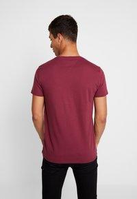 Tommy Jeans - ORIGINAL CREW TEE - T-shirt basic - burgundy - 2