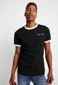 Tommy Jeans - RINGER LOGO TEE - Print T-shirt - black/classic white - 0
