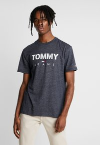 Tommy Jeans - TEXTURED TEE - T-shirts med print - black iris - 0