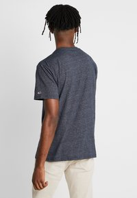 Tommy Jeans - TEXTURED TEE - T-shirts med print - black iris - 2