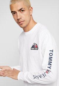Tommy Jeans - USA MOUNTAIN LOGO TEE - Långärmad tröja - classic white - 3