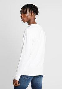Tommy Jeans - CLASSICS LONGSLEEVE TEE - Långärmad tröja - classic white - 2
