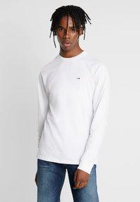 Tommy Jeans - CLASSICS LONGSLEEVE TEE - Långärmad tröja - classic white - 0