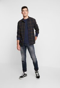 Tommy Jeans - CLASSICS LONGSLEEVE TEE - Langærmede T-shirts - black iris - 1