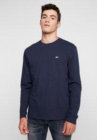 Tommy Jeans - CLASSICS LONGSLEEVE TEE - Langærmede T-shirts - black iris - 0