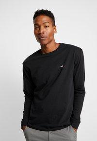 Tommy Jeans - CLASSICS LONGSLEEVE TEE - Long sleeved top - black - 0