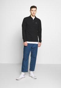 Tommy Jeans - TJM BRUSHED ZIP NECK TEE - Camiseta de manga larga - tommy black - 1