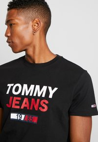 Tommy Jeans - LOGO TEE - T-shirt con stampa - black - 4