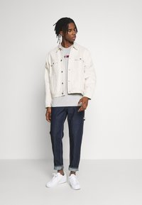 Tommy Jeans - EMBROIDERED LOGO TEE - Printtipaita - grey - 1