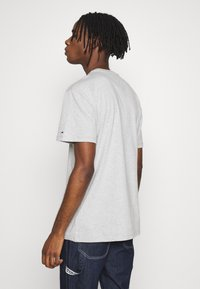 Tommy Jeans - EMBROIDERED LOGO TEE - Printtipaita - grey - 2