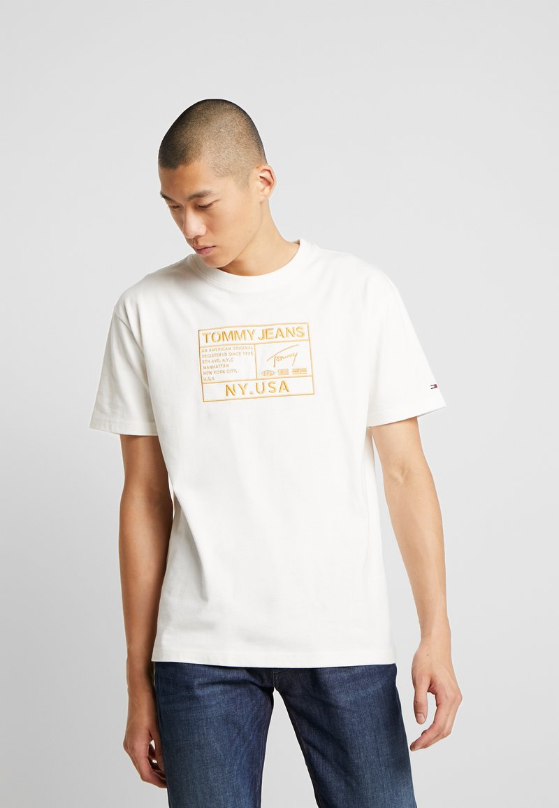Tommy Jeans - EMBROIDERY LOGO TEE - T-shirt print - white