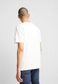 Tommy Jeans - EMBROIDERY LOGO TEE - T-shirt print - white - 2