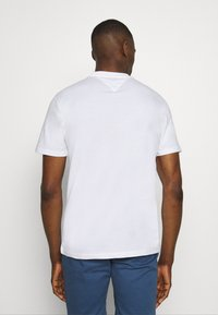 Tommy Jeans - TJM BOLD TOMMY LOGO TEE - Print T-shirt - white - 2