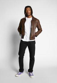 Tommy Jeans - LONGSLEEVE TAPE TEE - Langærmede T-shirts - white - 1